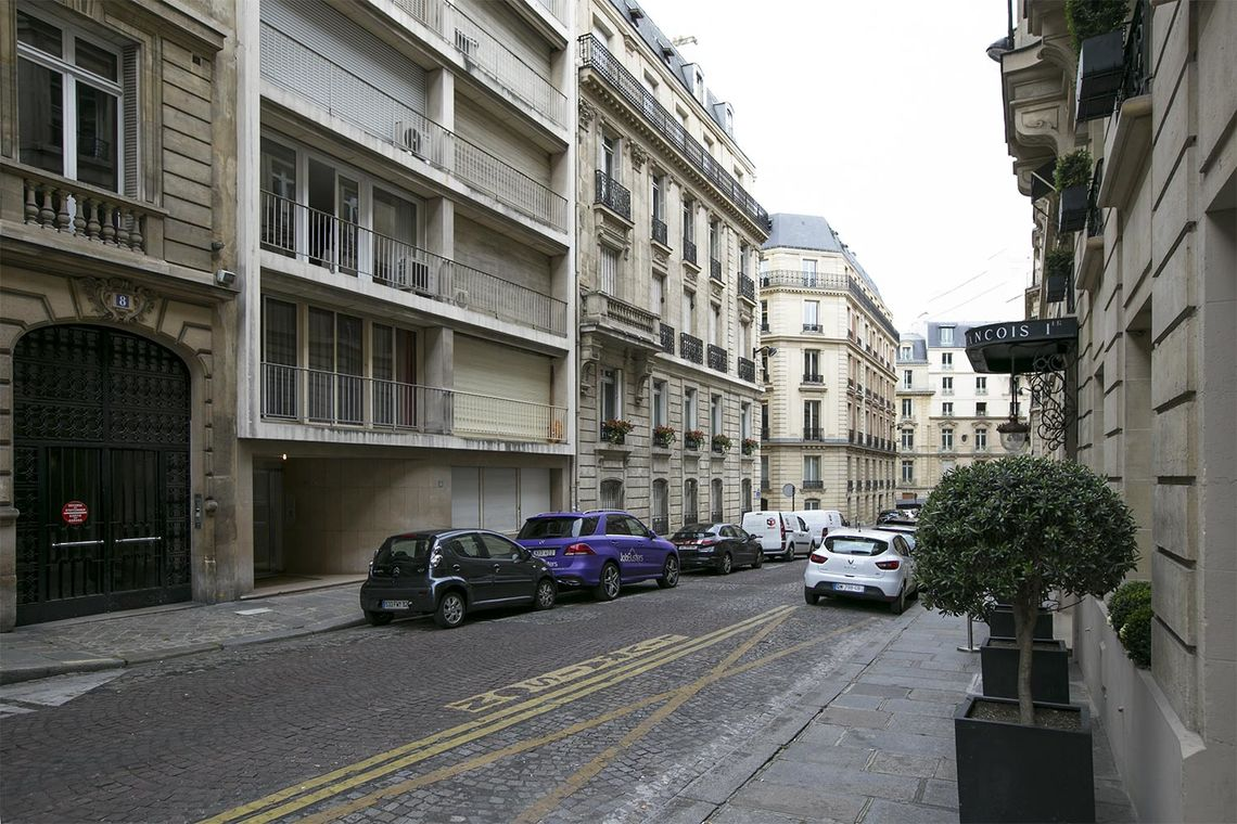 Apartment Paris Rue Magellan 11