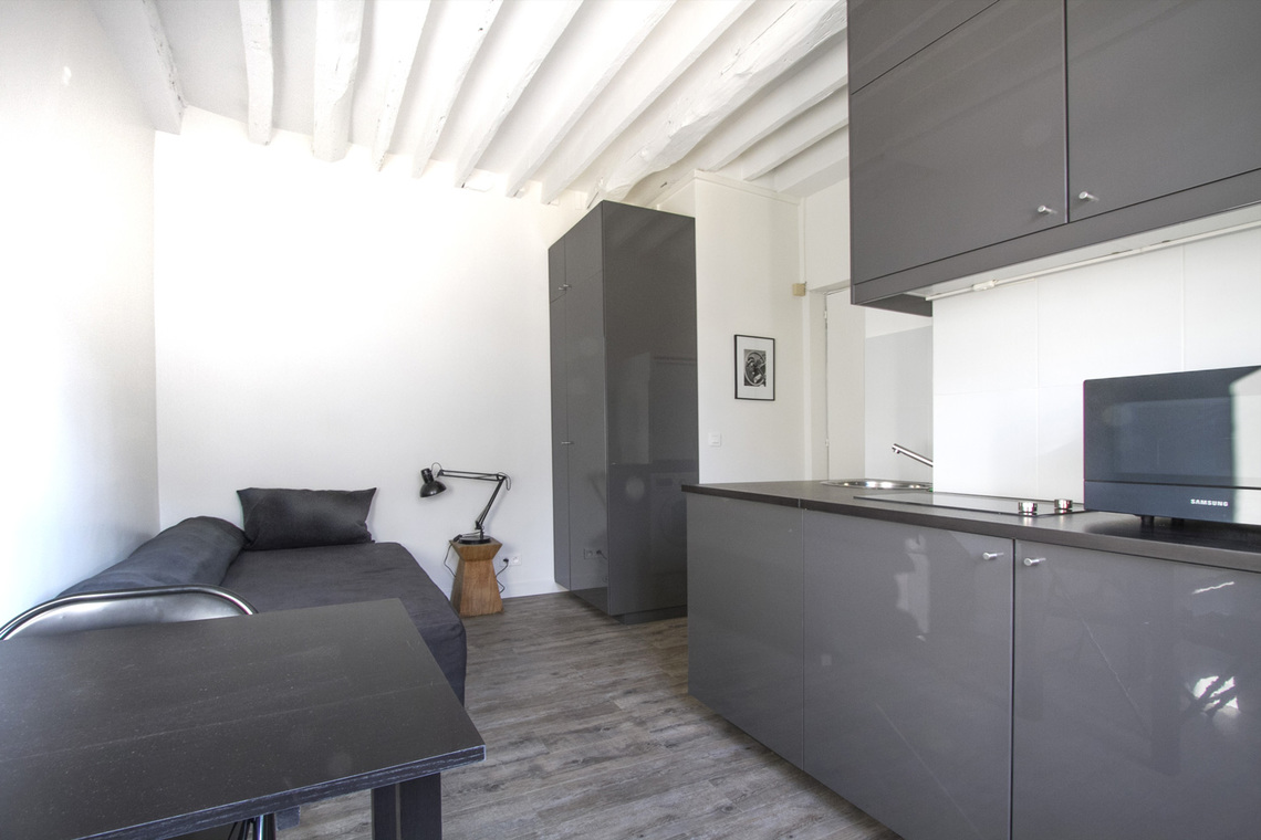 Location studio meubl rue oberkampf paris ref 13348 for Location appartement non meuble paris