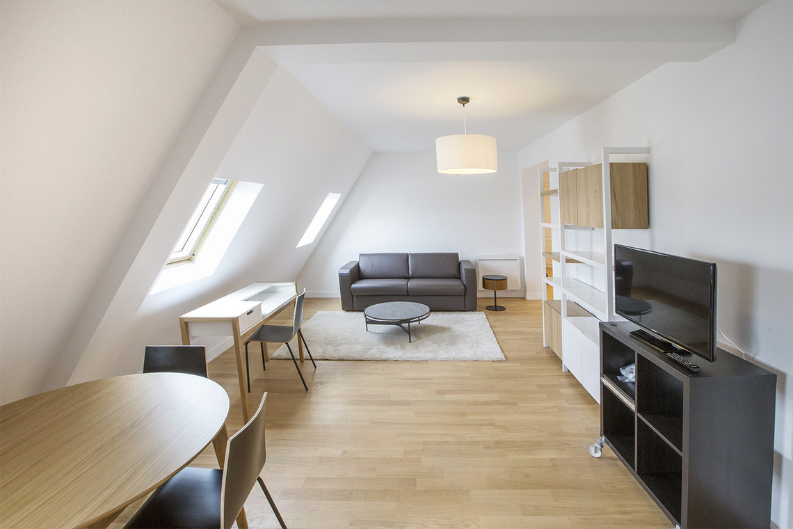 Location appartement meubl rue de rennes paris ref 13483 for Location appartement meuble rennes