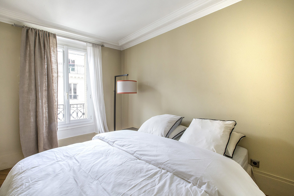 Квартира Paris Rue Henner 10