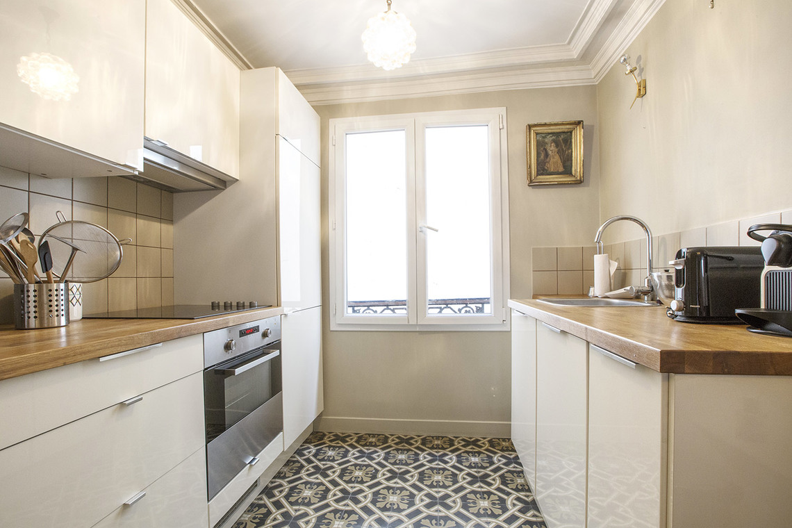 Квартира Paris Rue Henner 7