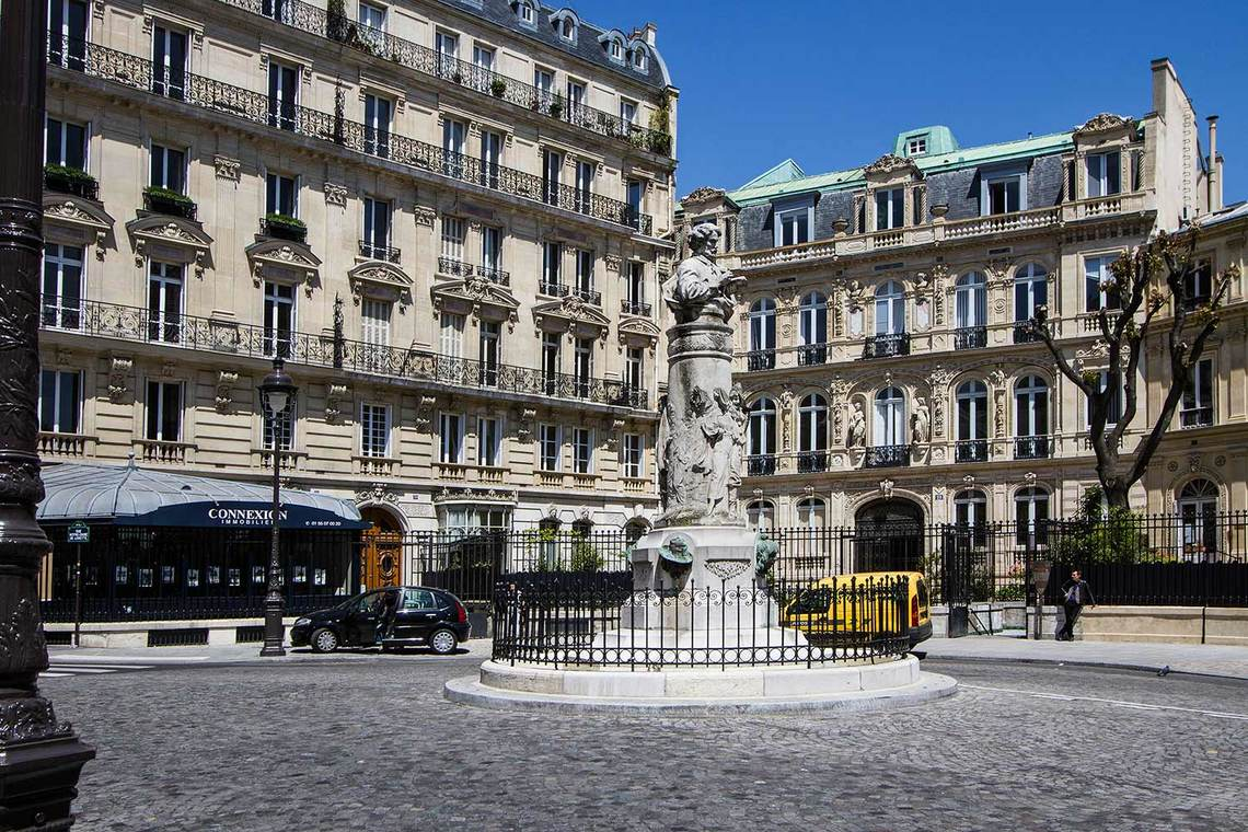 Квартира Paris Rue Henner 17