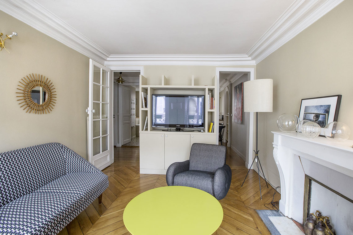 Квартира Paris Rue Henner 4