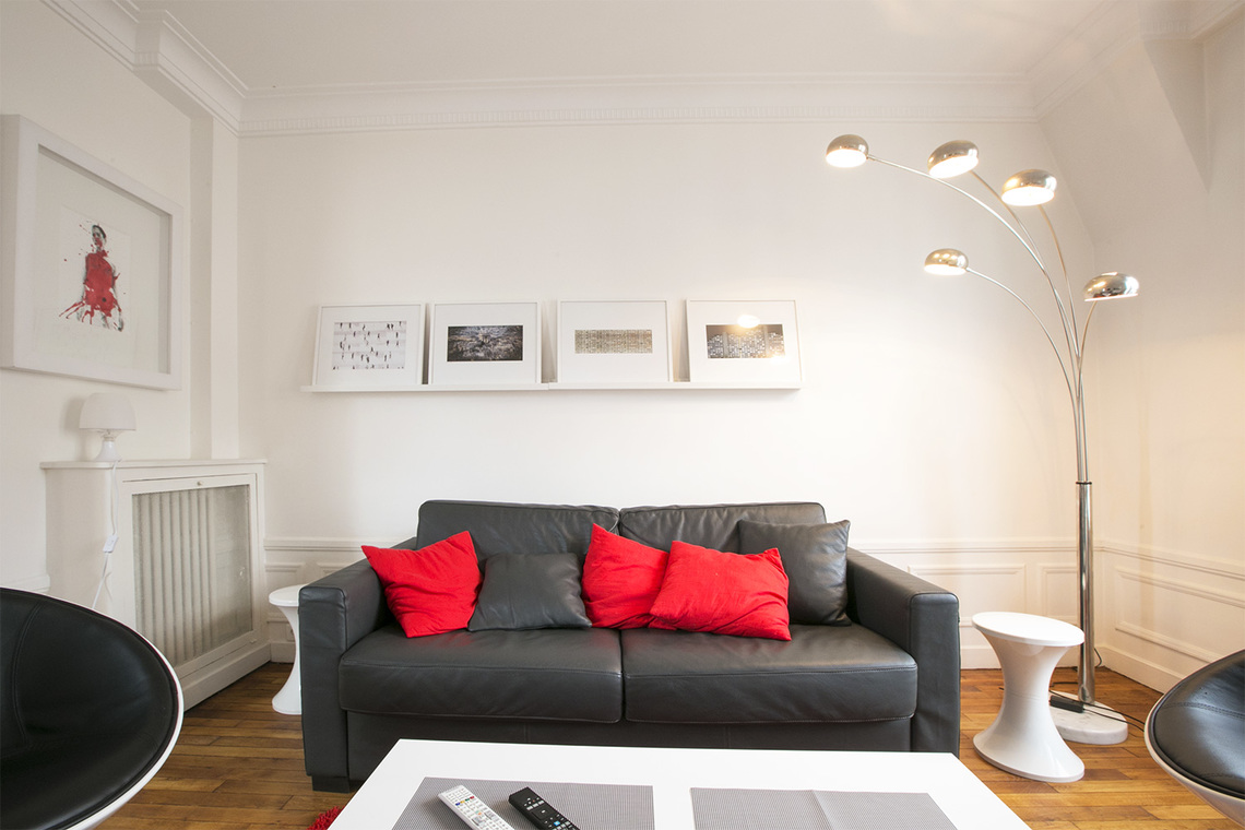Apartment for rent rue du bois de boulogne paris ref 13688 for Salon du bois paris