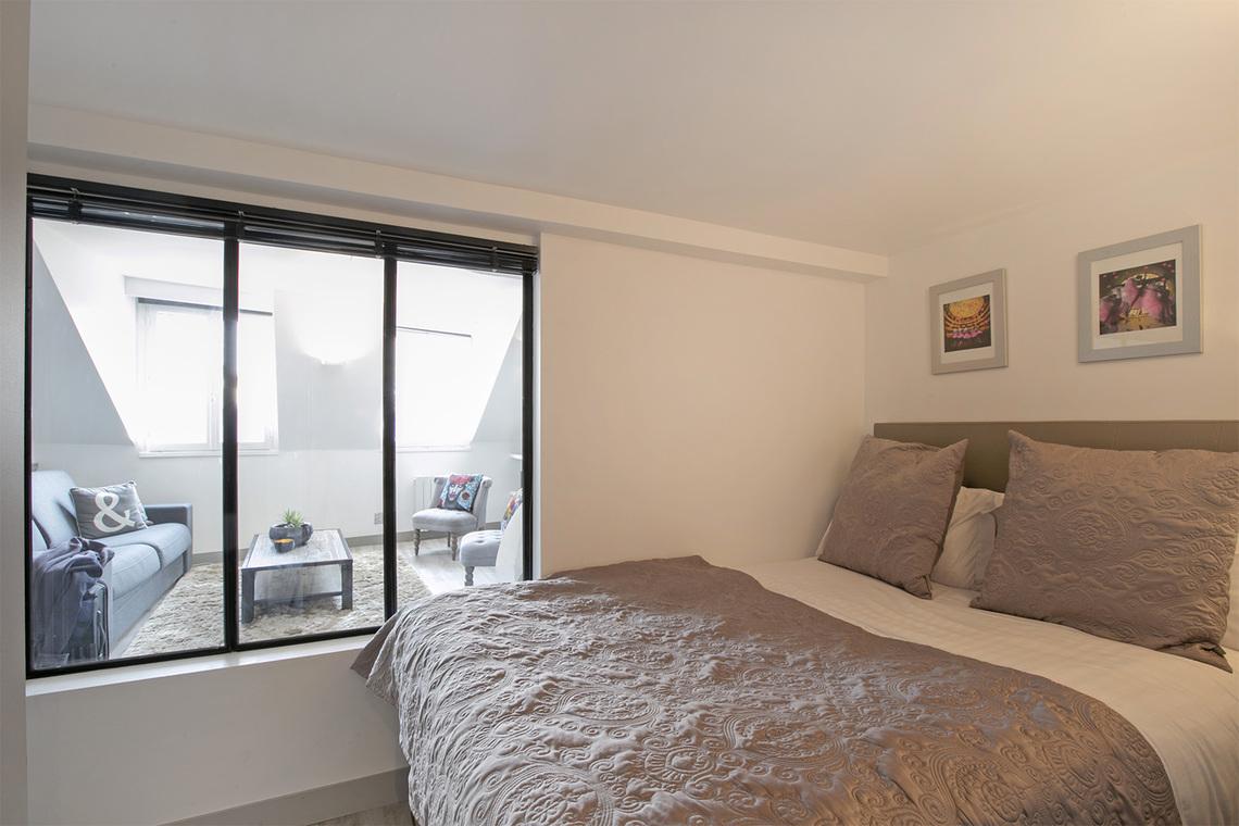location appartement meubl rue des ecouffes paris ref 13966. Black Bedroom Furniture Sets. Home Design Ideas