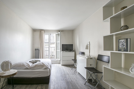 Apartment Paris rue Saint Georges