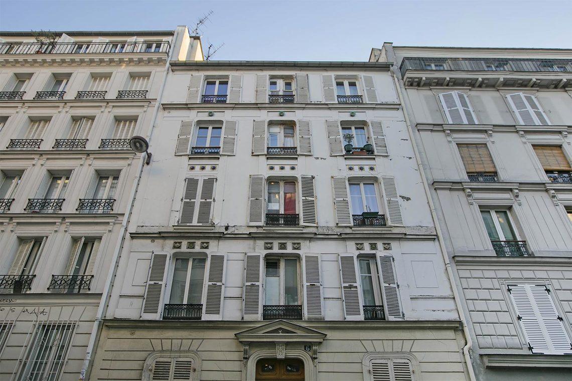 location studio meubl rue chappe paris ref 14247. Black Bedroom Furniture Sets. Home Design Ideas