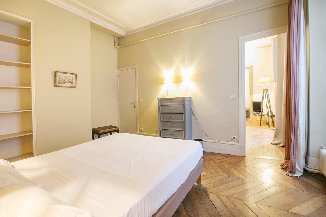 Location appartement meubl rue de lille paris ref 14248 for Chambre a louer lille