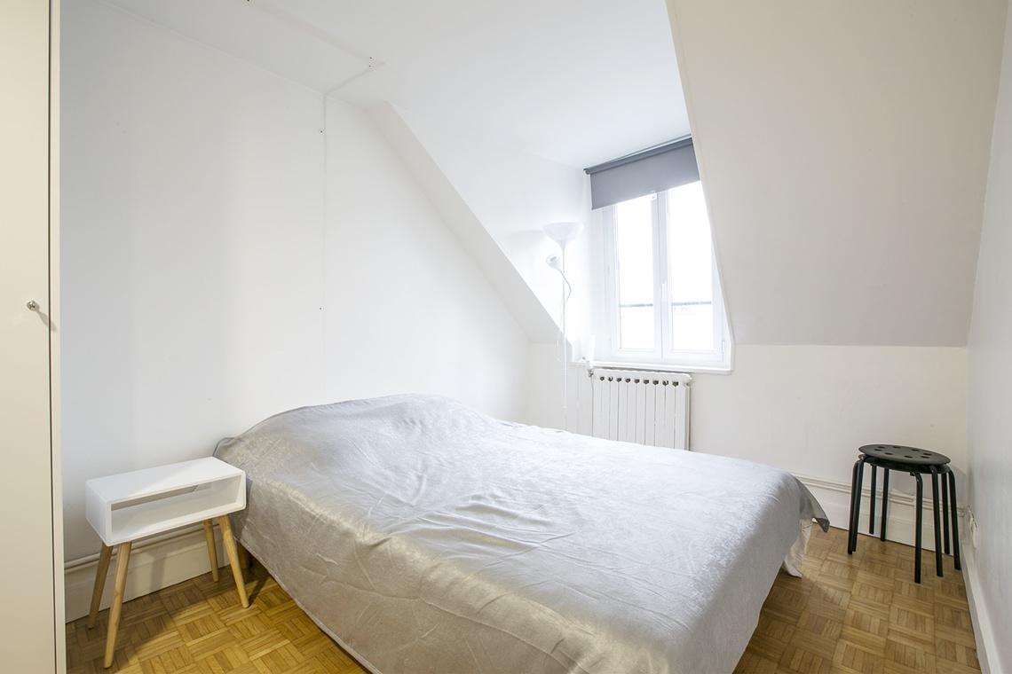 Location studio meubl rue rodier paris ref 14258 for Canape rodier