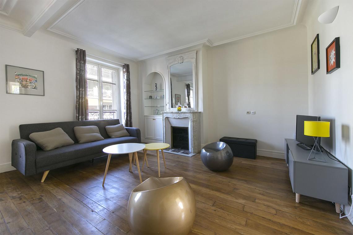 Location appartement meubl rue soyer neuilly sur seine for Salon sur la rue