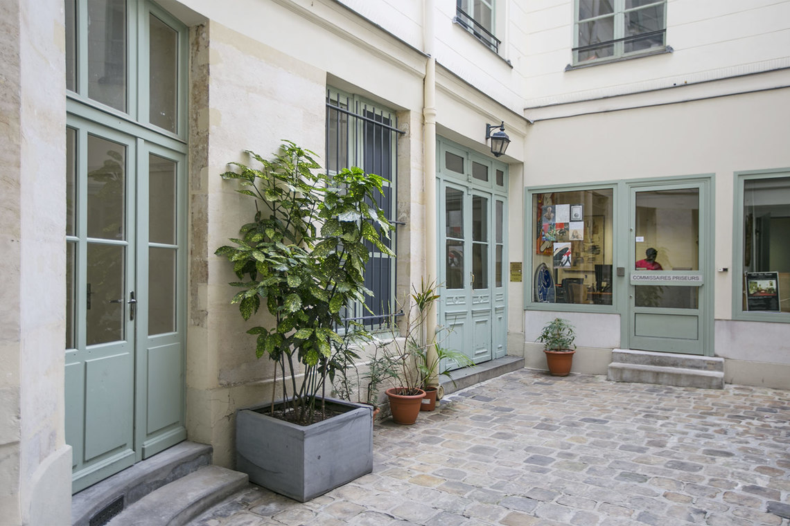 Apartment Paris Rue d'Amboise 10