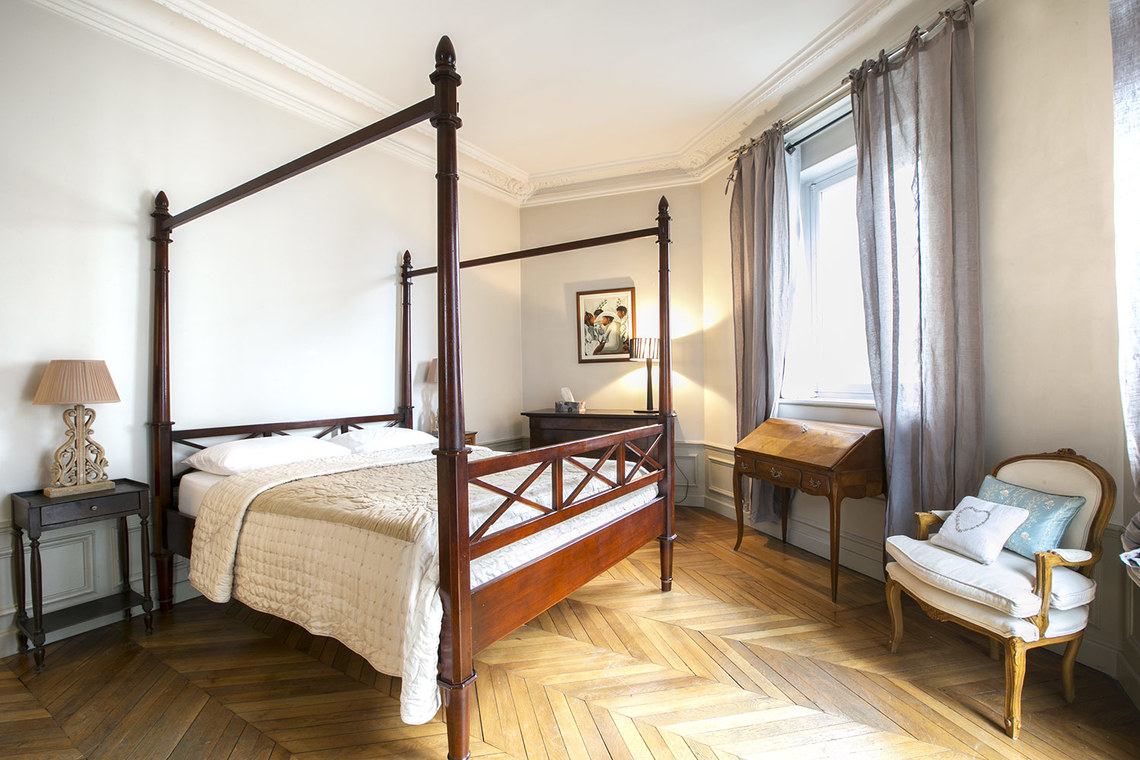Квартира Paris Rue Balzac 9