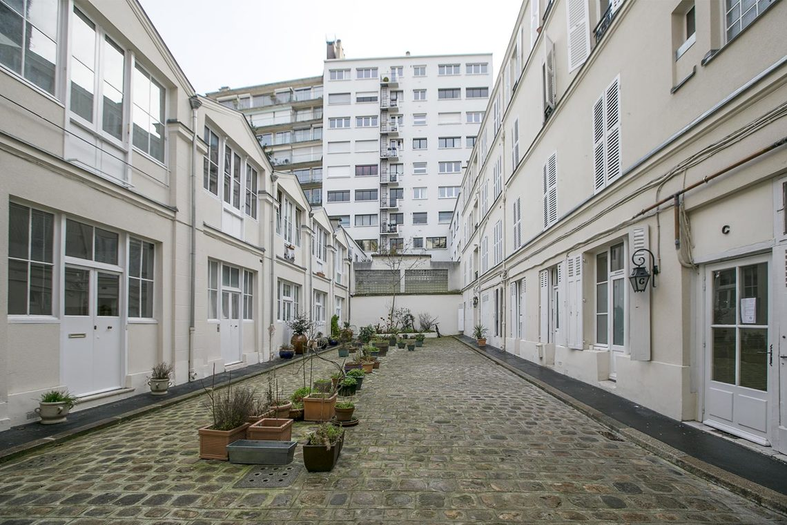 apartment for rent rue de vaugirard paris ref 14394. Black Bedroom Furniture Sets. Home Design Ideas