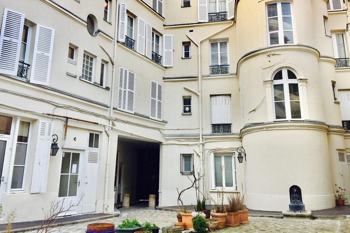 apartment for rent rue de vaugirard paris ref 14395. Black Bedroom Furniture Sets. Home Design Ideas