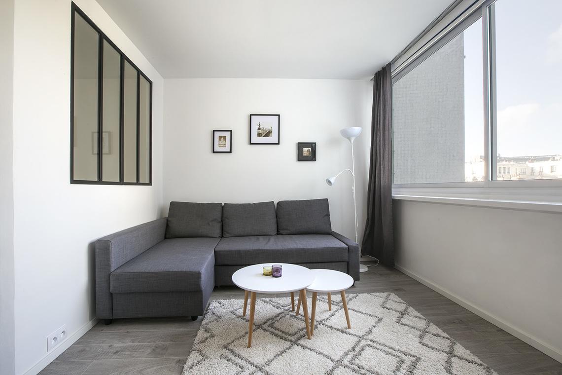 meuble dubois credit bank verdun meubles chest of drawers commode c ren dubois french photo. Black Bedroom Furniture Sets. Home Design Ideas