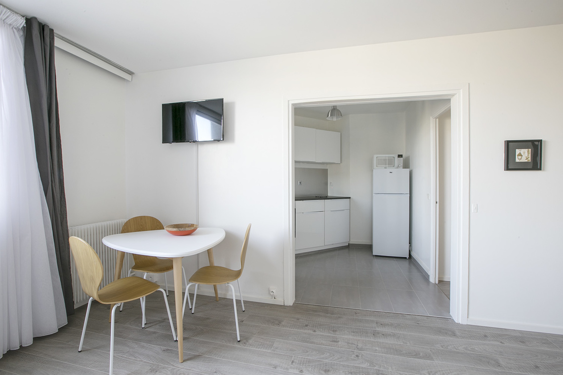 meuble dubois credit bank verdun meubles chest of. Black Bedroom Furniture Sets. Home Design Ideas