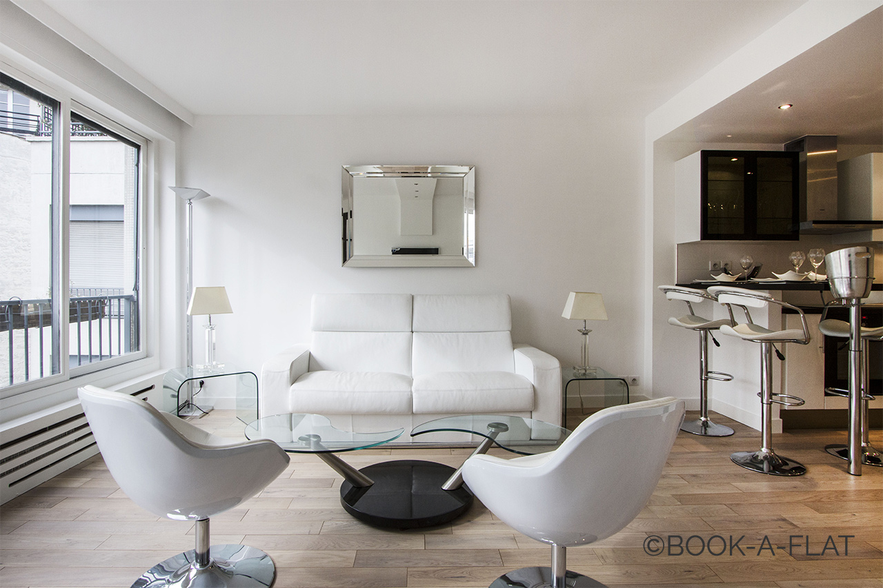 Location studio meubl avenue de friedland paris ref 1455 for Location appartement non meuble paris