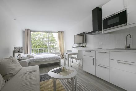 studio for rent rue mouffetard paris ref 8656. Black Bedroom Furniture Sets. Home Design Ideas