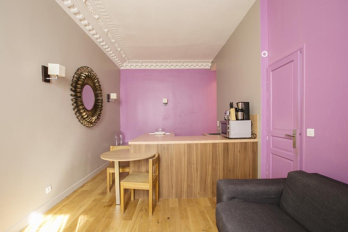 location appartement meubl rue la boetie paris ref 14684. Black Bedroom Furniture Sets. Home Design Ideas