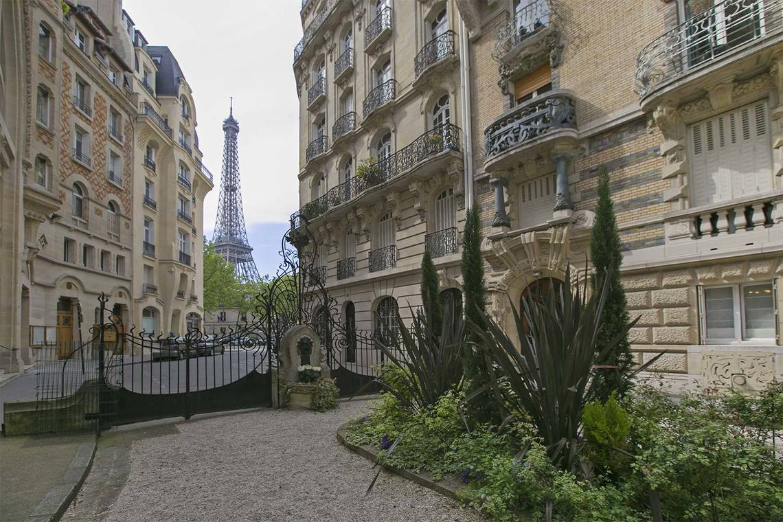 Apartment Paris Square Rapp 22