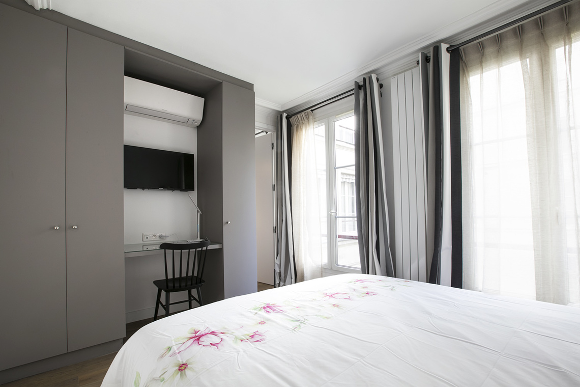 Apartment Paris Rue des Pyramides 11