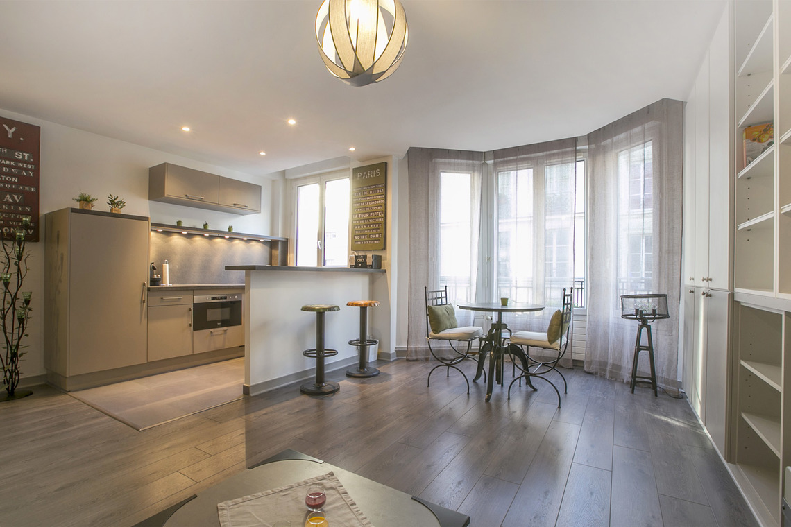 Location appartement meubl rue montorgueil paris ref 14835 for Location appartement non meuble paris