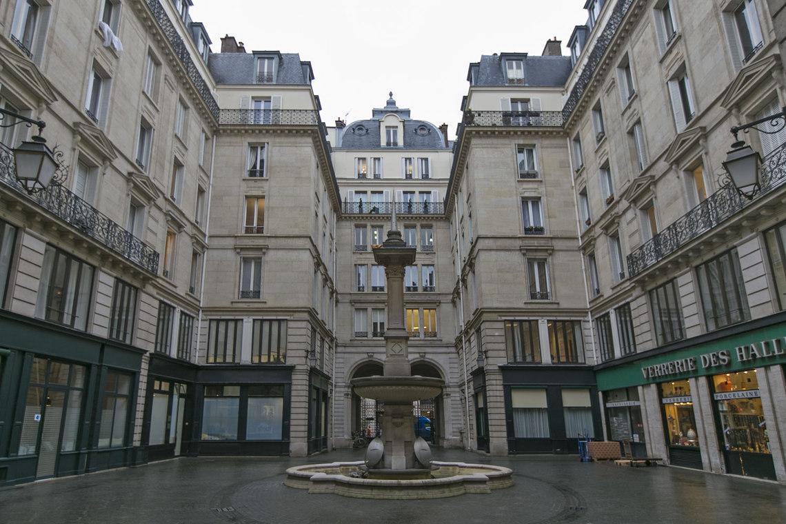 apartment for rent rue du louvre paris ref 15033. Black Bedroom Furniture Sets. Home Design Ideas