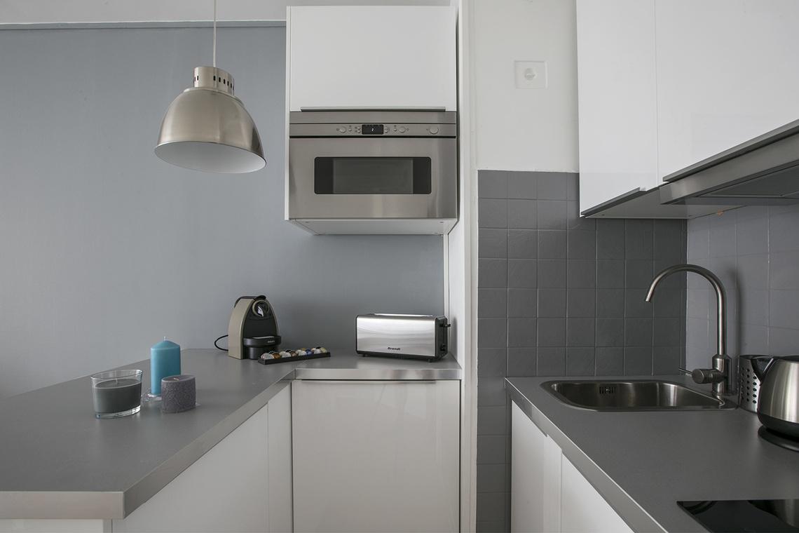 location studio meubl rue des acacias paris ref 15044. Black Bedroom Furniture Sets. Home Design Ideas
