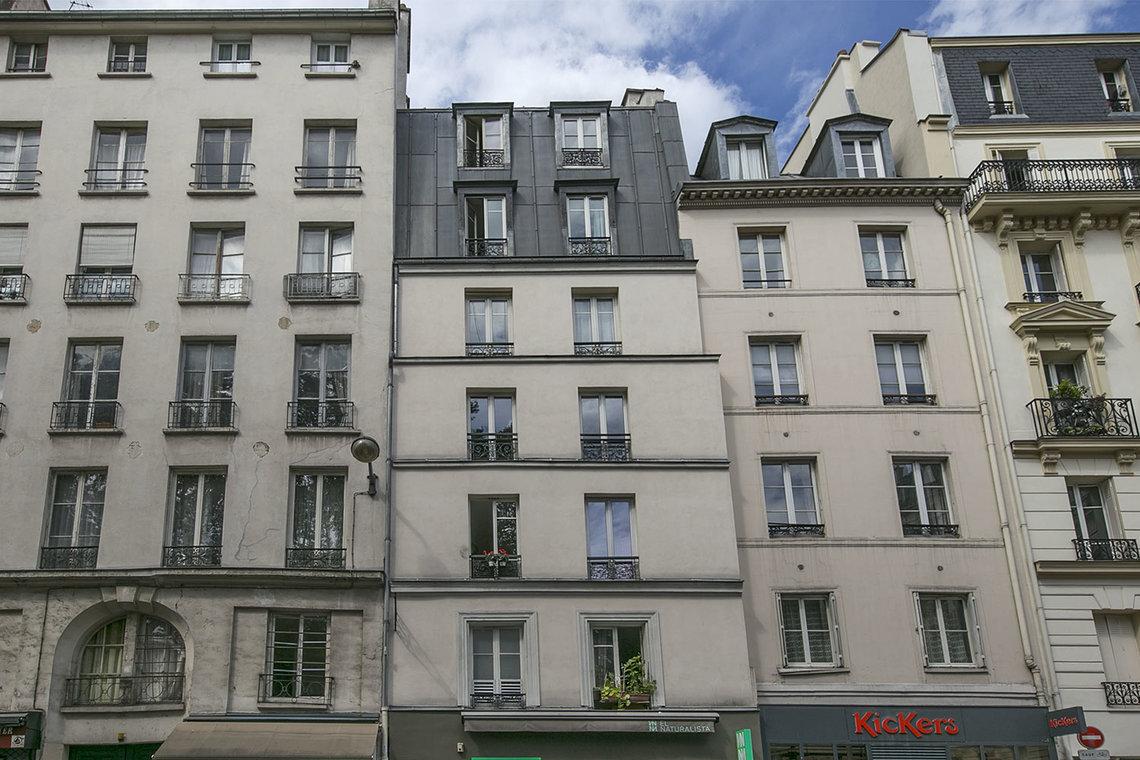apartment for rent rue du faubourg saint antoine paris ref 15087. Black Bedroom Furniture Sets. Home Design Ideas
