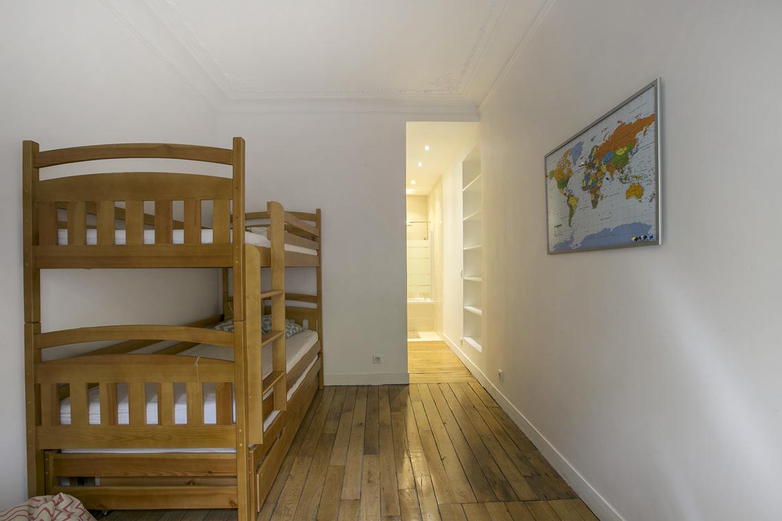 location appartement meubl rue de l 39 abb de l 39 ep e paris ref 15224. Black Bedroom Furniture Sets. Home Design Ideas