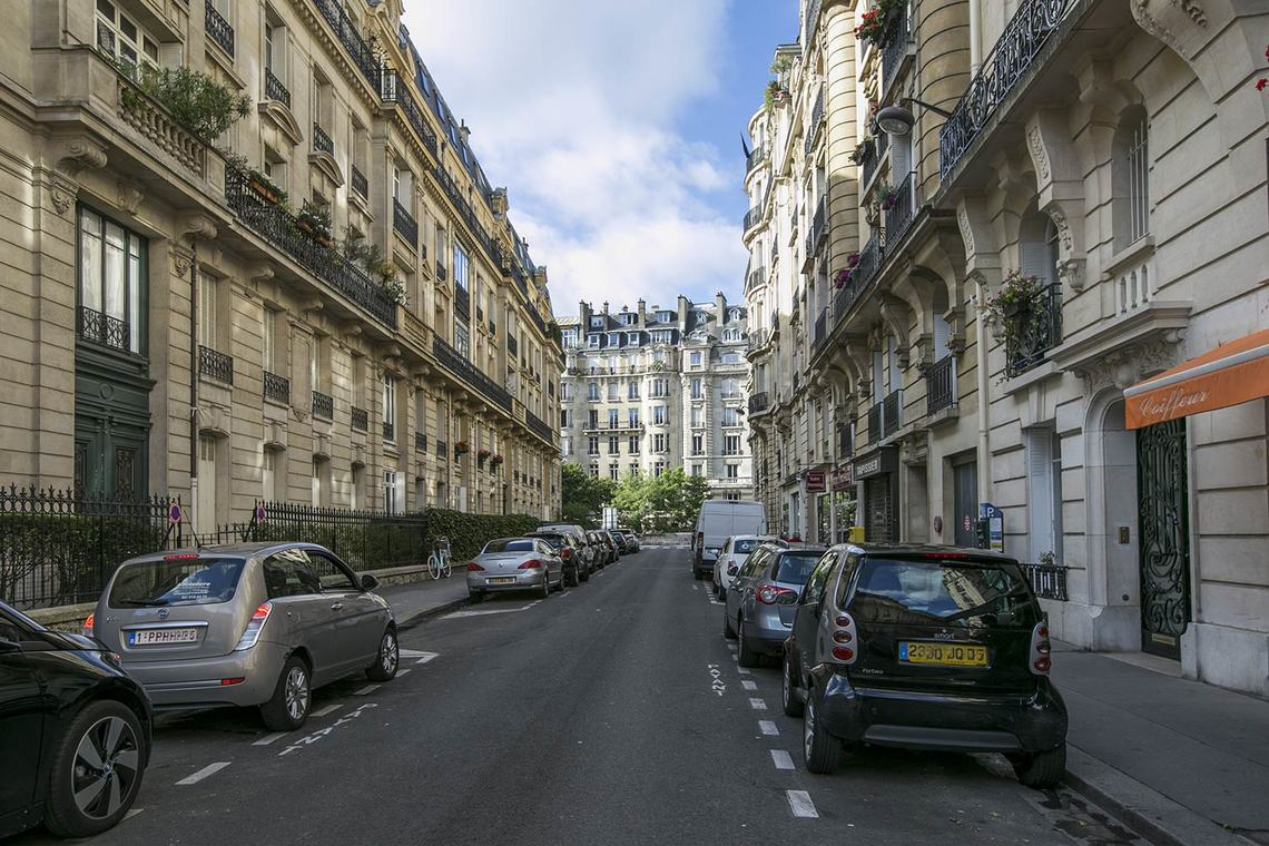 Квартира Paris Rue Edmond About 12