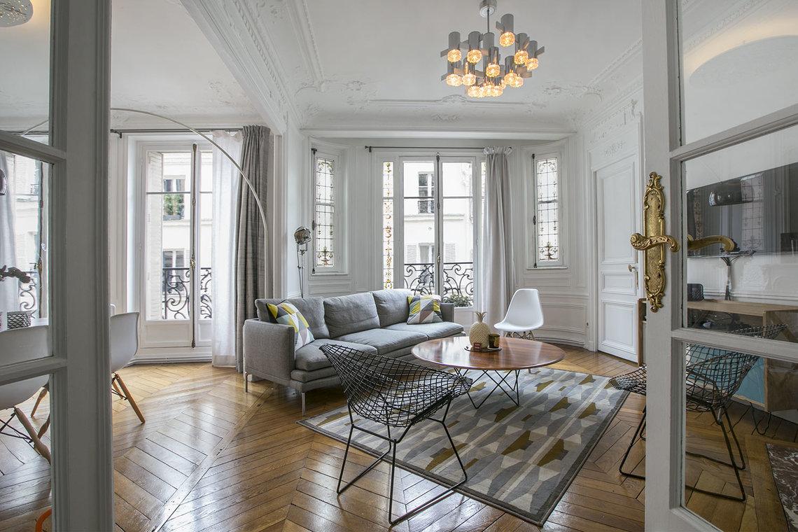 location appartement meubl rue rodier paris ref 15362. Black Bedroom Furniture Sets. Home Design Ideas
