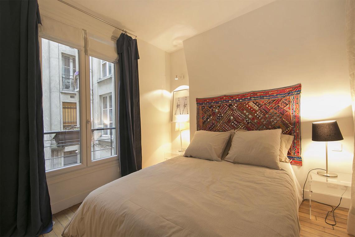 location appartement meubl rue jean fran ois gerbillon paris ref 15442. Black Bedroom Furniture Sets. Home Design Ideas