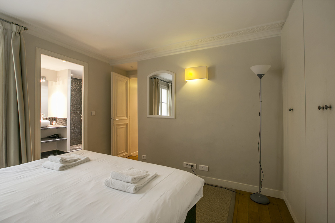 Apartment Paris Rue Saint Augustin 7