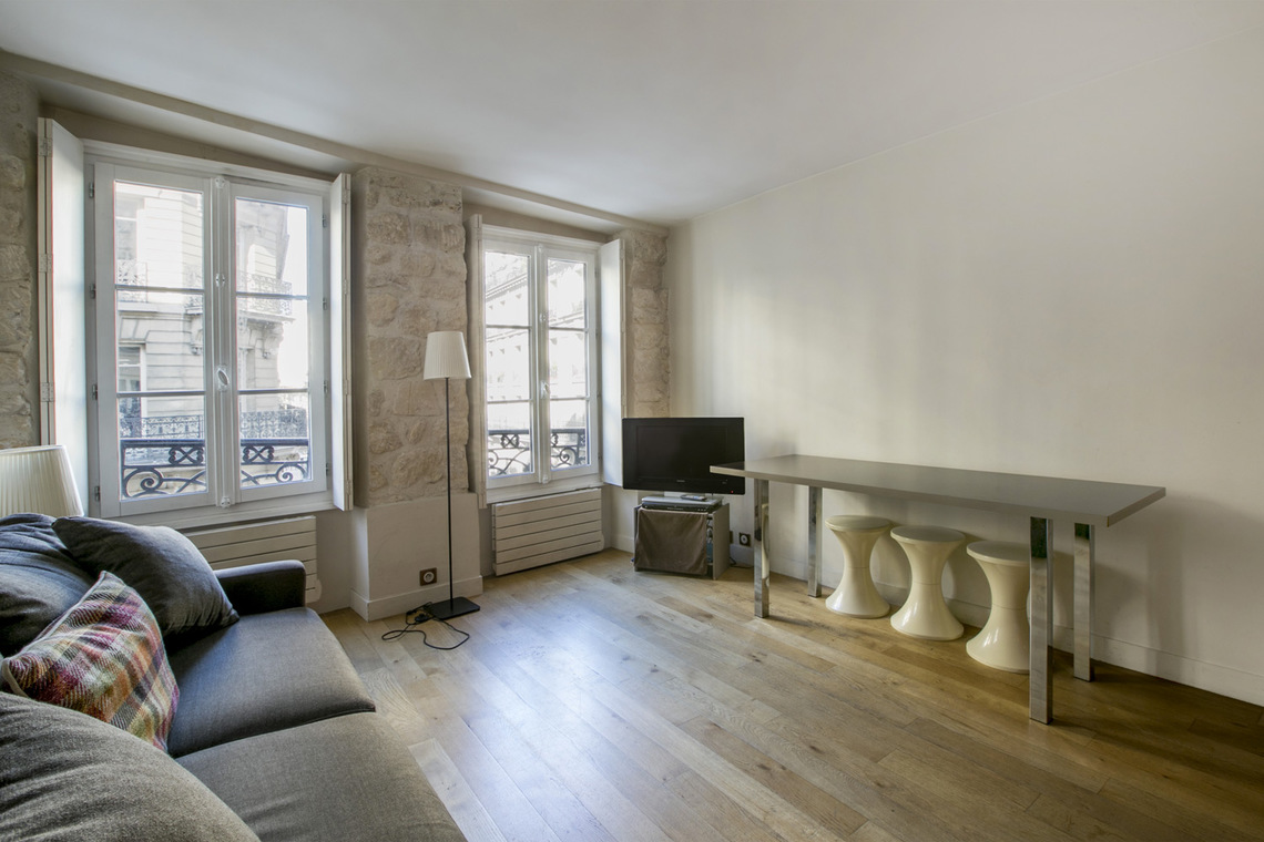 Apartment Paris Rue Saint Denis 5