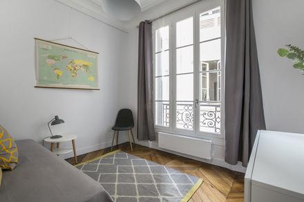 location appartement meubl boulevard de la tour maubourg paris ref 15545. Black Bedroom Furniture Sets. Home Design Ideas
