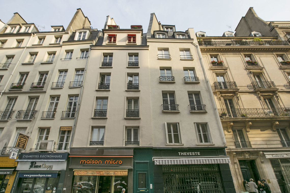 location studio meubl rue saint honor paris ref 15551. Black Bedroom Furniture Sets. Home Design Ideas
