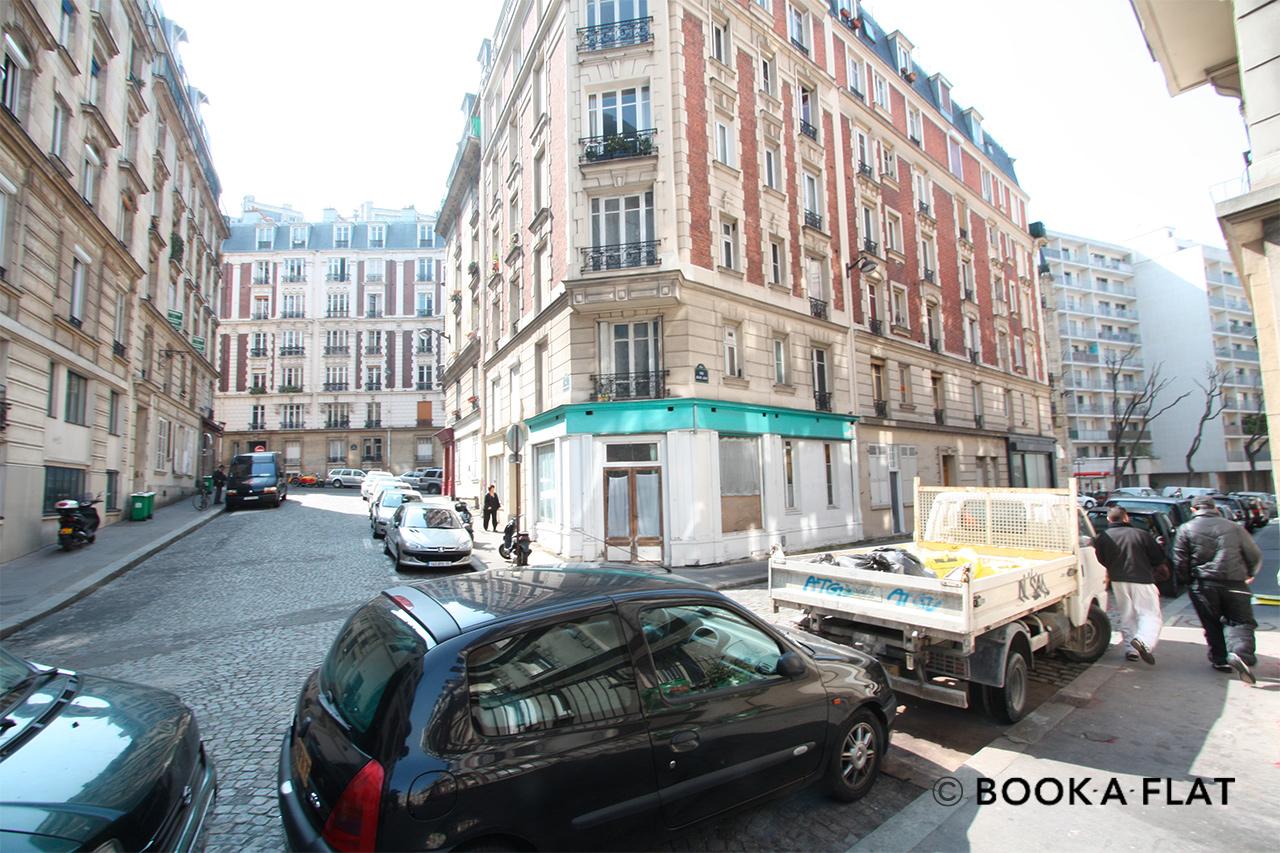 apartment for rent rue cyrano de bergerac paris ref 1564. Black Bedroom Furniture Sets. Home Design Ideas
