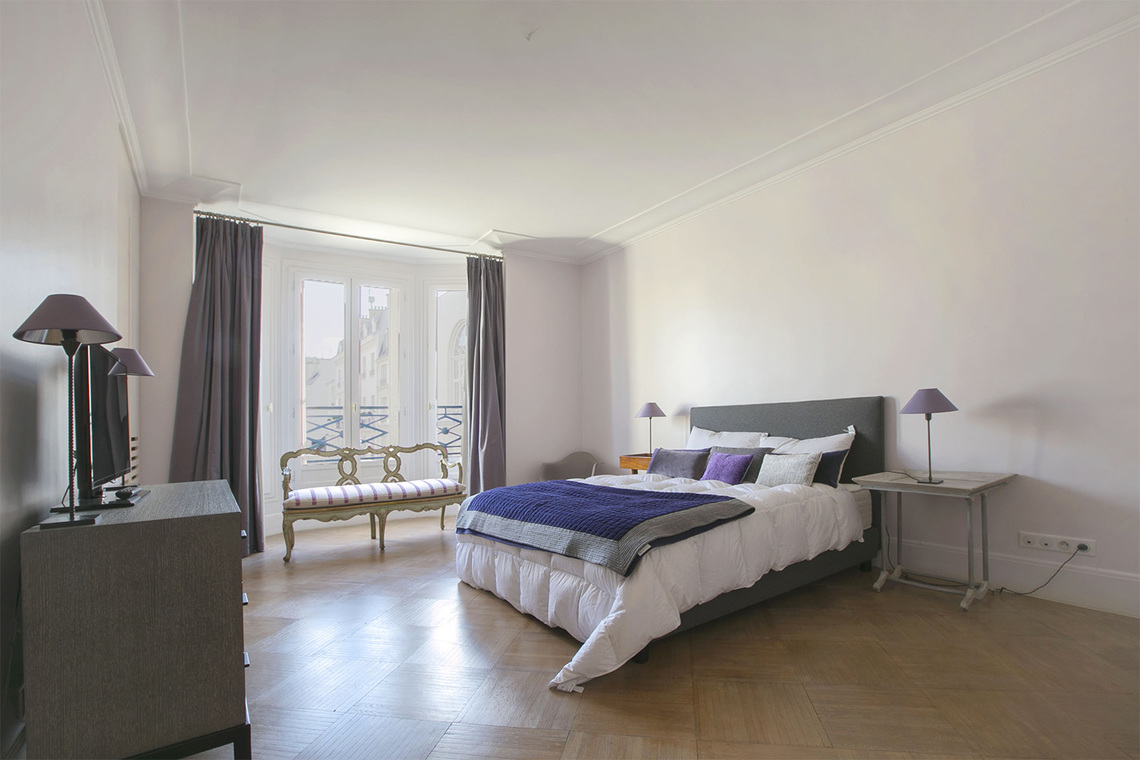 Apartment Paris Rue Barbet de Jouy 10