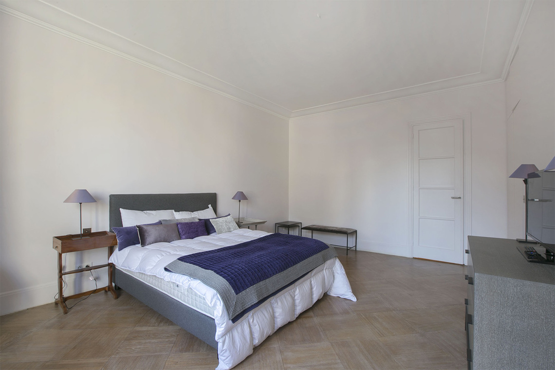Apartment Paris Rue Barbet de Jouy 12