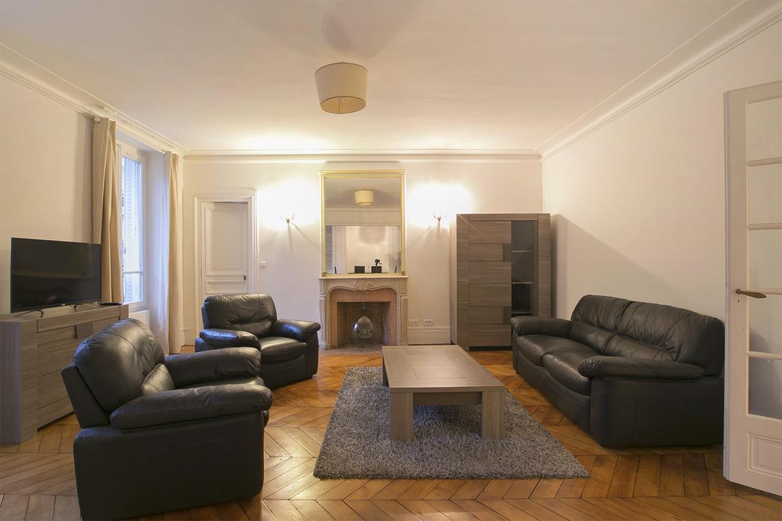 location appartement meubl boulevard de la tour maubourg paris ref 15786. Black Bedroom Furniture Sets. Home Design Ideas