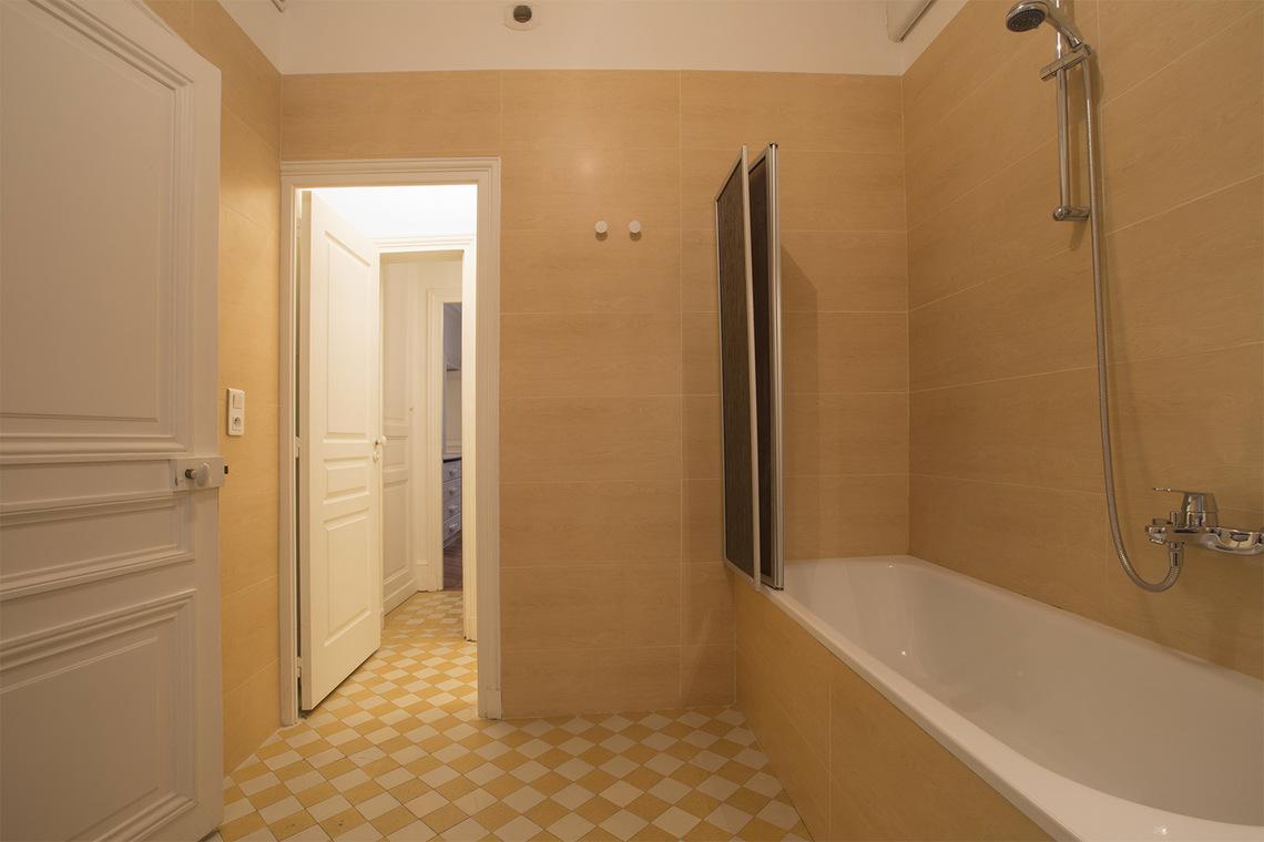 apartment for rent boulevard de la tour maubourg paris ref 15786. Black Bedroom Furniture Sets. Home Design Ideas