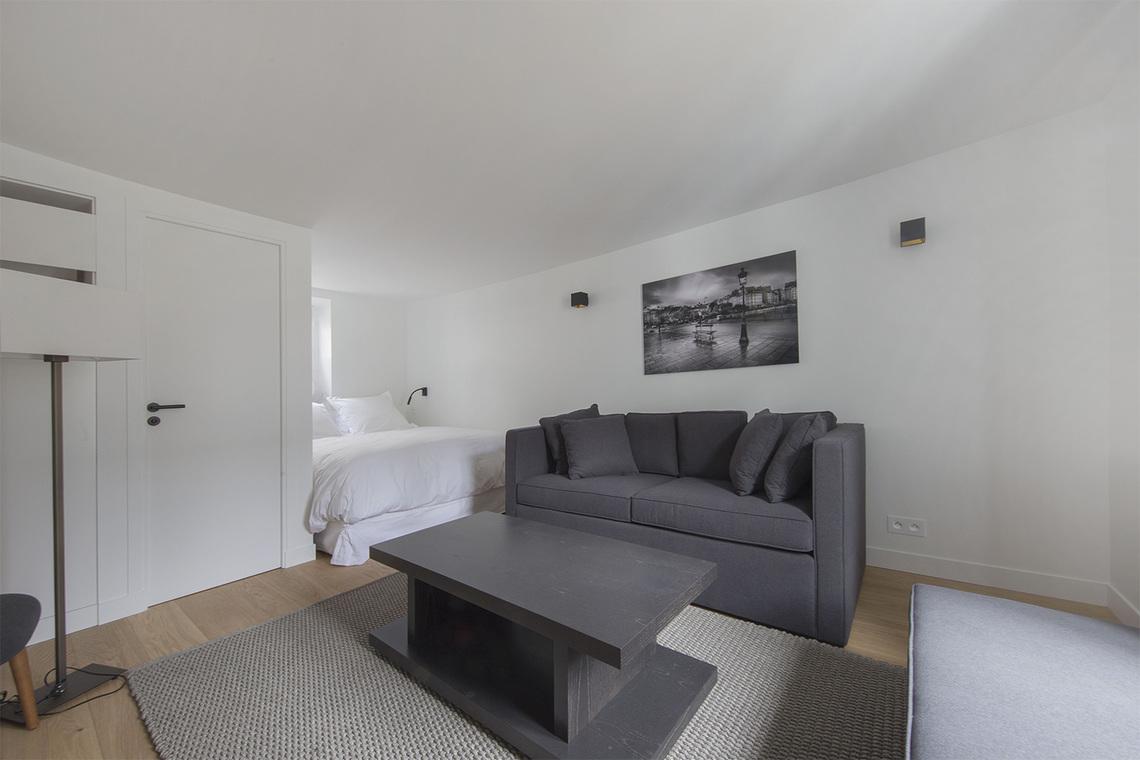 Location studio meubl rue corneille paris ref 15879 for Location appartement non meuble paris