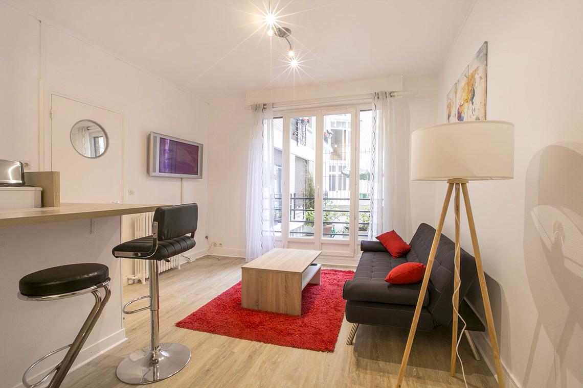 Location Studio Meublé Rue Dobropol Paris Ref 15977