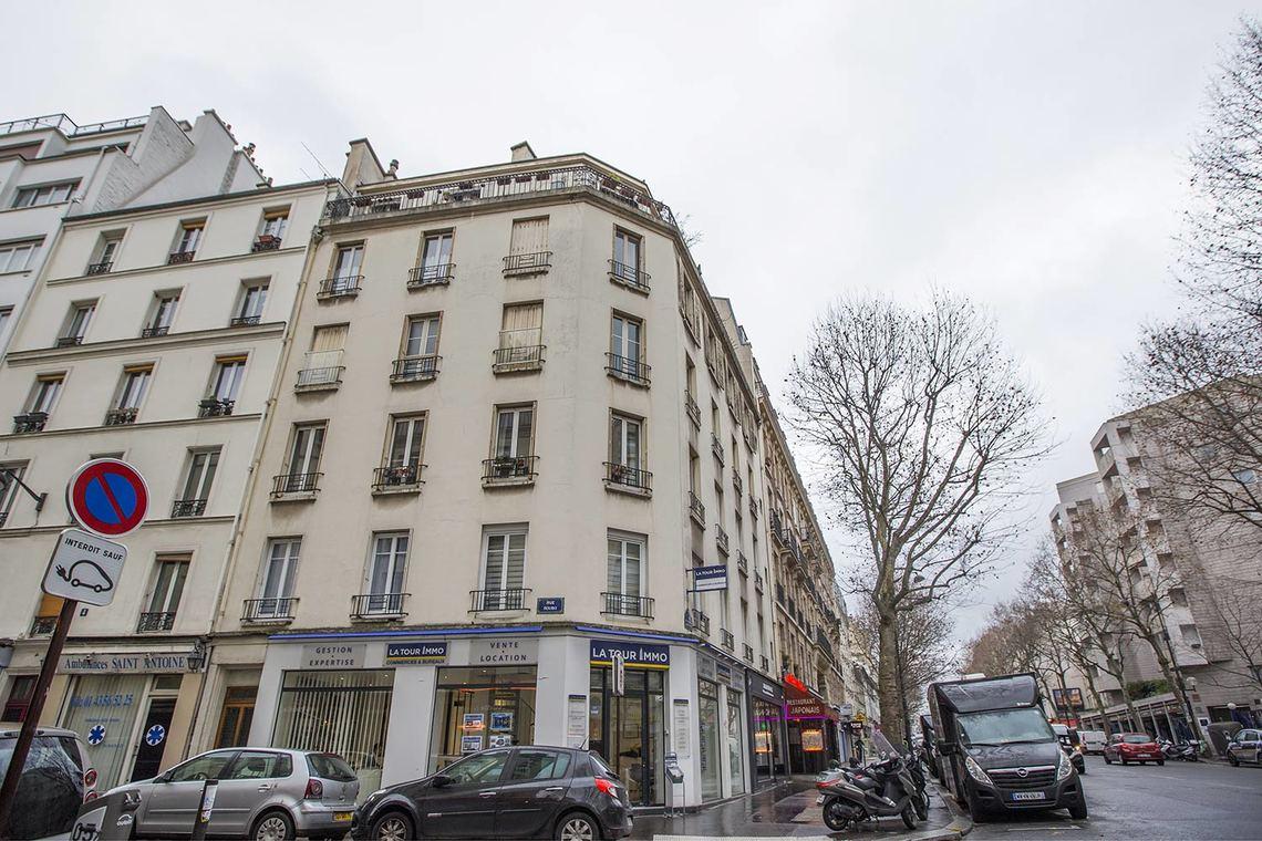 apartment for rent rue du faubourg saint antoine paris ref 15999. Black Bedroom Furniture Sets. Home Design Ideas