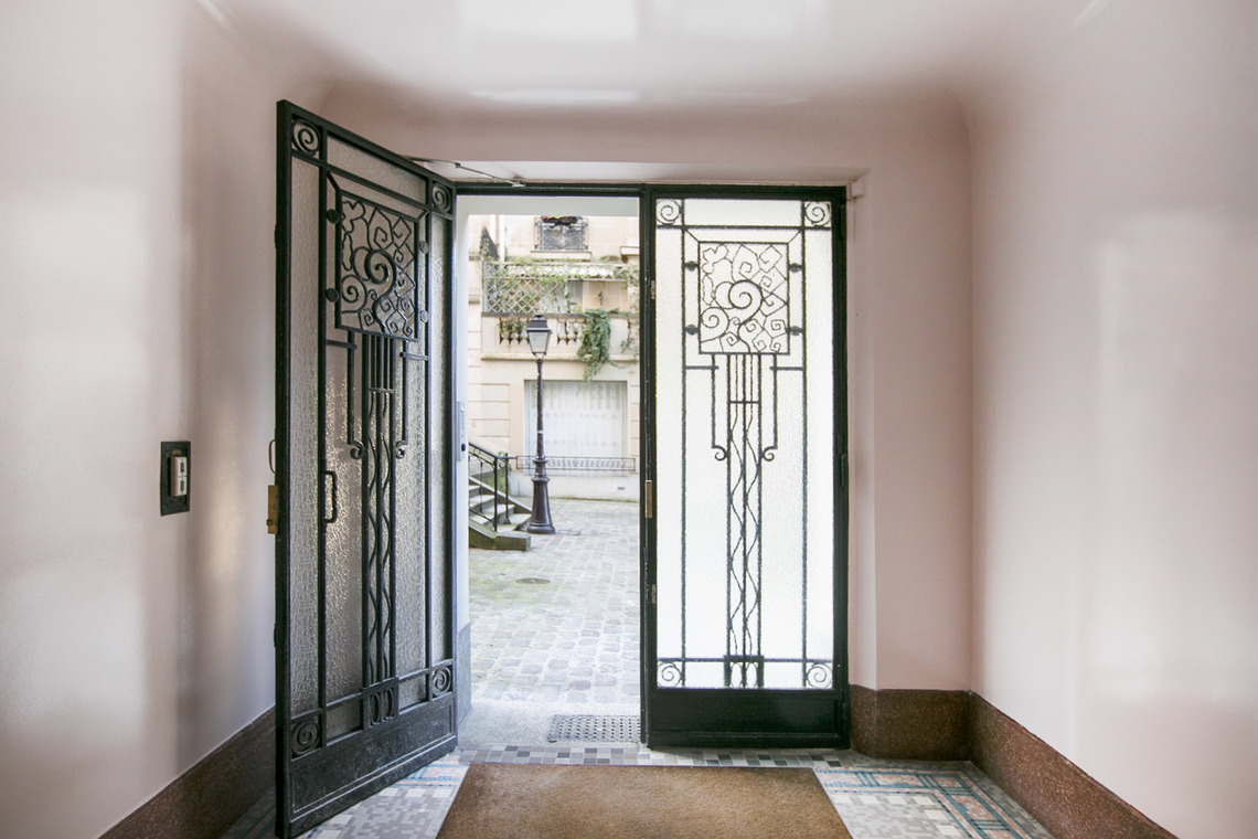 location appartement meubl rue du mont cenis paris ref 16086. Black Bedroom Furniture Sets. Home Design Ideas