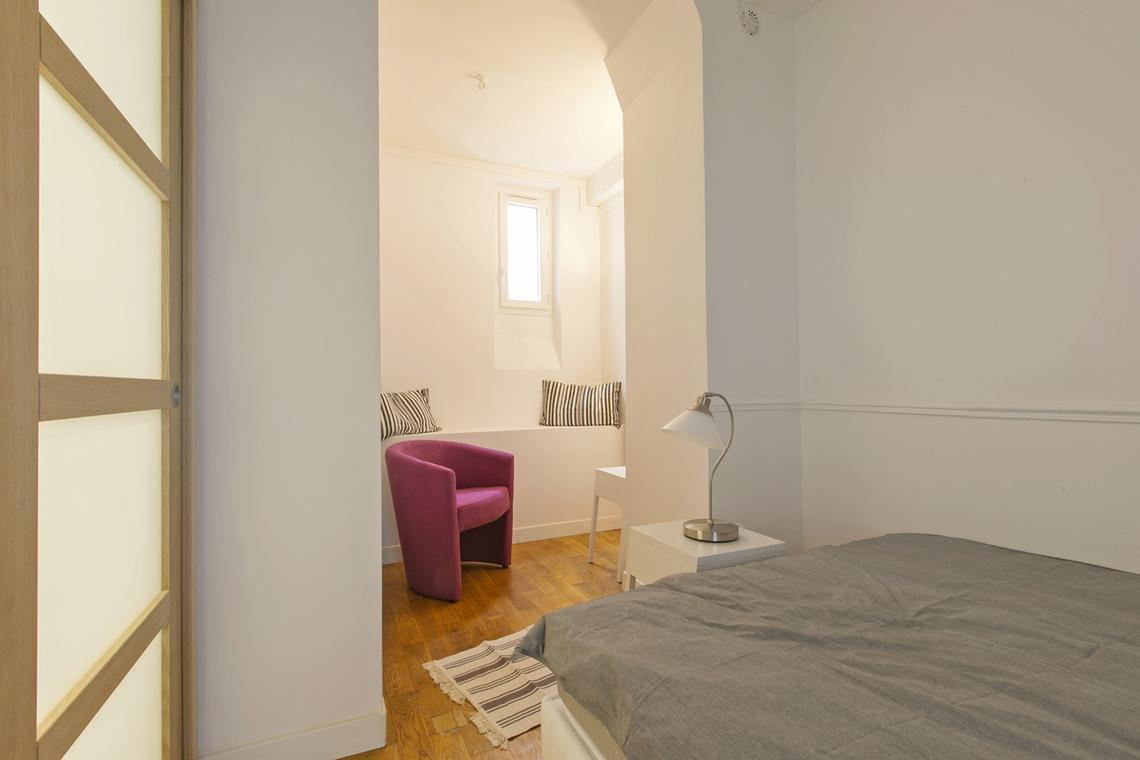 Location appartement meubl cit du midi paris ref 16128 for Chambre 4 personnes paris