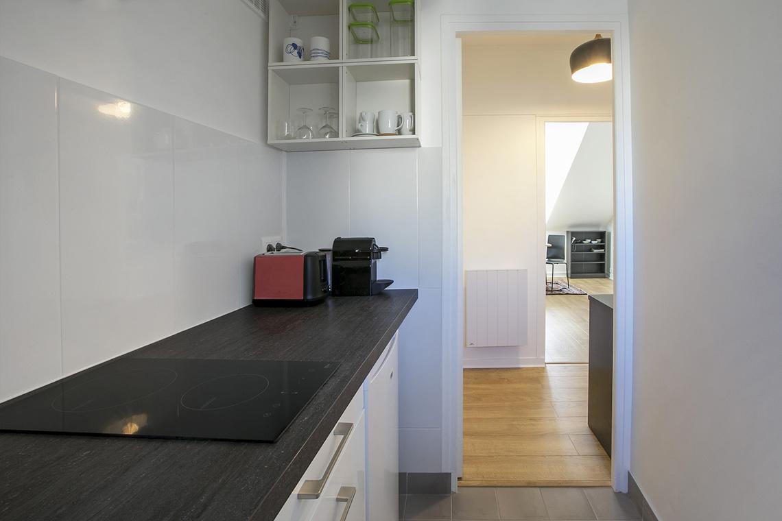 monolocale in affitto rue gutenberg paris ref 16181. Black Bedroom Furniture Sets. Home Design Ideas