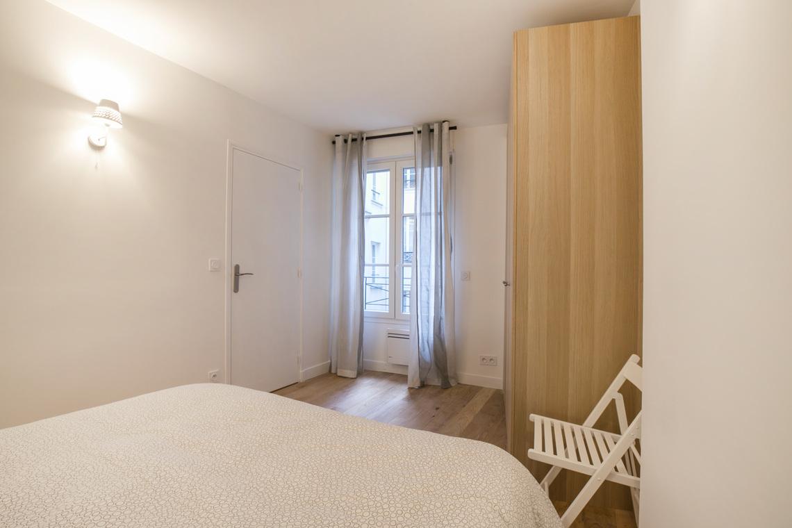 location appartement meubl boulevard de bonne nouvelle paris ref 16207. Black Bedroom Furniture Sets. Home Design Ideas