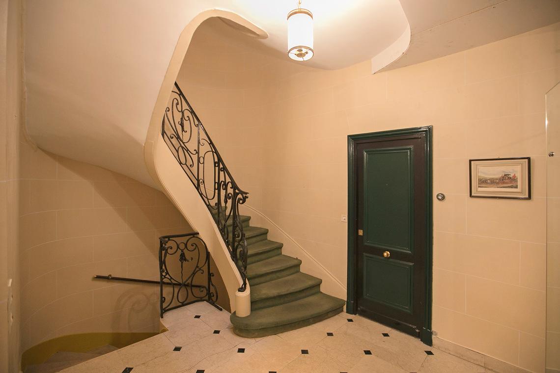 apartment for rent rue marbeau paris ref 16261. Black Bedroom Furniture Sets. Home Design Ideas
